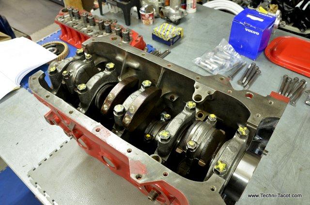 moteur piston volvo B20 P1800