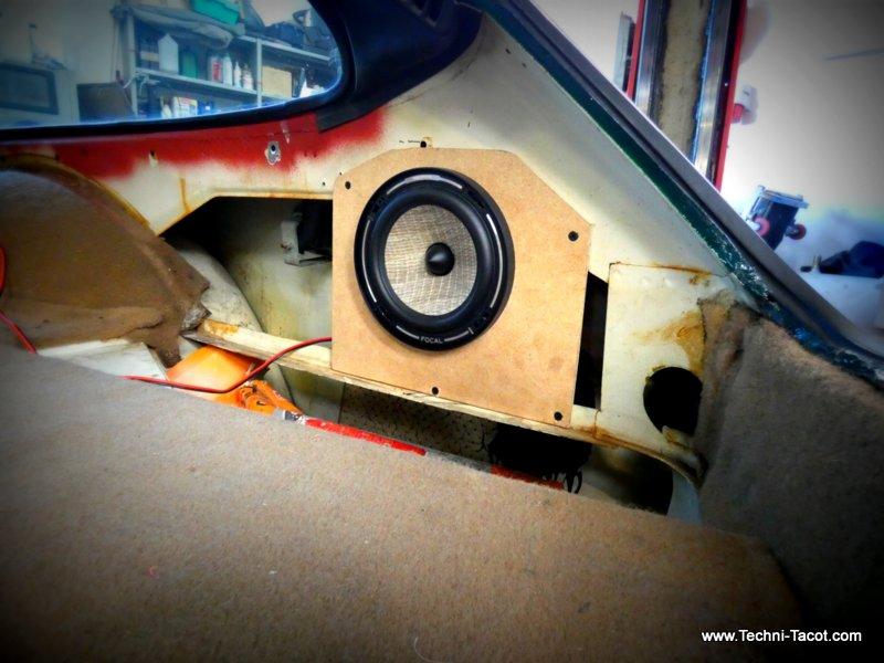 installation audio coffre Volvo P1800
